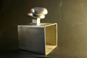 aus Aluminium gegossen, auf Edelstahlsockel Höhe ca, 17 cm