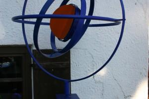 aus lackiertem Stahl, drehbar gelagert, Höhe ca 200 cm