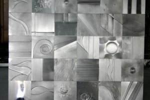 aus Aluminiumblech gefertigt, auf Trägerplatte geklebt Höhe ca 180 cm
