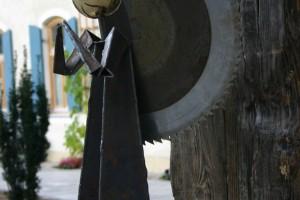 aus Stahlblech geschweißt, Sägeblattflügel, essingkugel Höhe ca 80 cm