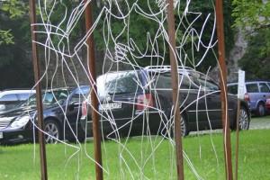 Rahmen aus Eisenblech, Aluminiumdraht gebogen Höhe ca. 160 cm