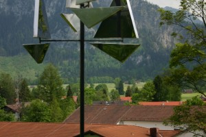 aus Aluminiumblech gefertigt, mit Kugellager drehbar, Stahlstab Höhe ca 300 cm