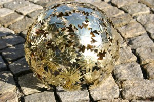 aus Messingblech gefertigt, innen mit Lampe, Durchmesser ca 35 cm