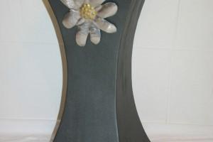 aus Stahlblech geschweißt  und lackiert, Edelweiß aus Aluminium, aufgeklebt, Höhe ca. 70 cm