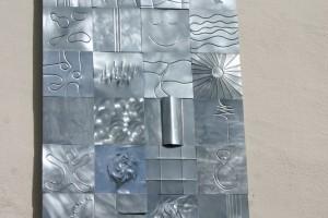 aus Titanzinkblech gefertigt, auf Trägerplatte geklebt, Höhe ca. 180 cm