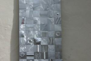 aus Aluminiumblech gefertigt, auf Trägerplatte geklebt,  Höhe ca. 180 cm