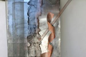 aus Kupfergewebe und Blech, feines Maschendrahtgitter auf polierter Zinkplatte montiert, Höhe ca 190 cm