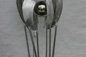 aus Aluminium geschweißt, mit Edelstahlkugel Höhe ca 200 cm